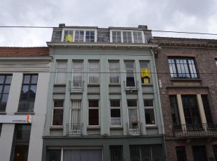Appartement op de 2de verdieping (geen lift) bestaande uit inkom, een woonkamer, 1 slaapkamer, een toilet, keuken met bijkeuken (kasten en spoelbak).D