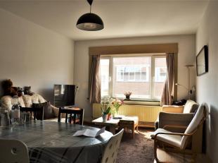 Appartement te huur - Sportstraat 252 - 9000 GentHet appartement bestaat uit een inkomhal, een ruime woonkamer, een ingerichte keuken (met oven, kookp