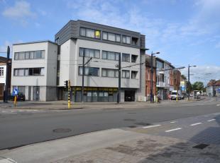 Uitstekend gelegen kantoor.Het kantoor is uitstekend bereikbaar met wagen en openbaar vervoer en ligt in de nabijheid van de verkeerswisselaar E40-E17