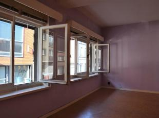 Studio op de 1ste verdieping.De studio bestaat uit een ruime living / slaapkamer (24m²), keuken, berging en badkamer met douche.De epc waarde bed