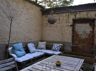 Studio met koer te huur nabij het centrum van Gent.Studio bestaande uit een living van 10m² met aaneensluitend een kamer van 20m², een deels