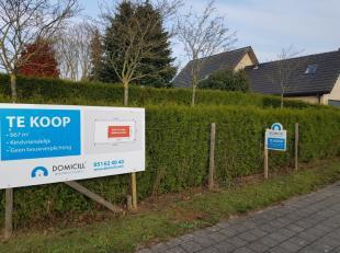 Hooglede - De Geite : Mooie bouwgrond voor villabouw met een oppervlakte van 667m2 , bebouwbare opp. max 187 m2.Elk ernstig kan in overweging genomen