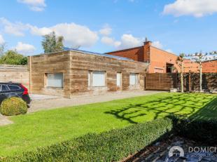 UNIEKE PAREL, stijlvolle villa met bijgebouw geschikt voor vrij beroep of als kangoeroewoonst of hobbyruimte ...Gelegen in een zone voor autoverkoop -