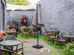 Roeselare-stadskern. OVERNAME HANDELSFONDS. Eigentijdse resto-bistro-brasserie pal in het betere gedeelte van de stad. +/-30-35 personen + extra terra