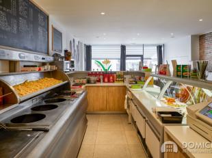 Roeselare-stadskern. OVERNAME HANDELSZAAK - horecazaak / frituur met overdekte terras en verbruiksruimte. Pal aan station enparkingOoststraat. INSTAPK