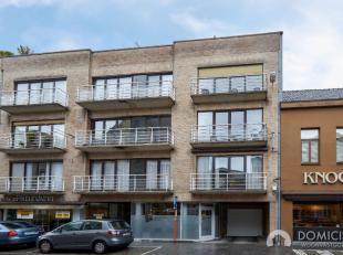 Roeselare-Centrum : goed gelegen appartement te koop met 2 slaapkamer dichtbij bij markt, winkels, openbaarvervoer en .....De Sint-Amandstraat is een
