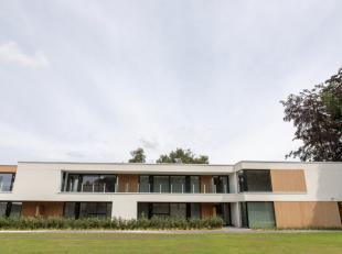 Roeselare-Rumbeke: Erkende assistentieflat ' T WITHOF met hoogstaande afwerking van 114m² + terrassen en autostaanplaats. Uniek concept.Dit exclu