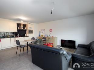 Roeselare-Rumbeke : Nieuwbouwappartement met 2 slaapkamers en tof terras op het eerste verdiep.Dit toffe nieuwbouwappartement ligt in een rustige buur