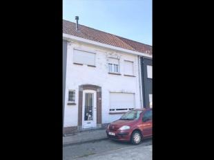 Roeselare-centrum : vier te renoveren eigendommen en garagebox in het centrum van Roeselare.Covast en Domicill vastgoed stellen u deze vier te renover