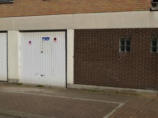 Roeselare nabij centrum : ruime garage te koop met sectionale poortaankoop garage = (5.50 m x 2.40 m)Voor aankoop van deze garage kan reservatie gebeu