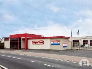 Roeselare aan de Ring nabij AZ-Delta : Mooi bedrijfsgebouw/kantoor van 190 m2 opgesplitst in verschillende compartimenten.Uniek gelegen aan de invalsw