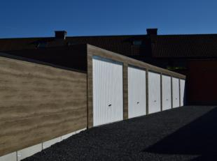 Garageboxen TE HUUR : Damberdstraat 37 8800 Roeselare. Nabij centrum, vlot bereikbaar via de Meensesteenweg. Ideaal als garage of opslagruimte.  Bel o