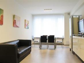 RECENT GEMEUBELD 2 slaapkamer appartement op wandelafstand van Centraal Station en openbaar vervoer. Omvat woonkamer, deels open keuken met terasje, 2