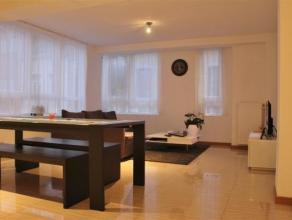 Instapklaar 2 slaapkamerappartement gelegen op de 1ste verdieping! U beschikt over een woonkamer met open keuken, berging, 2 slaapkamers en badkamer m