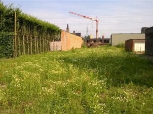 Bent u op zoek naar een bouwgrond! Deze is gelegen vooraan het centrum van Niel.  Mogelijkheid tot projectgrond met achterliggende parkinggelegenheid.