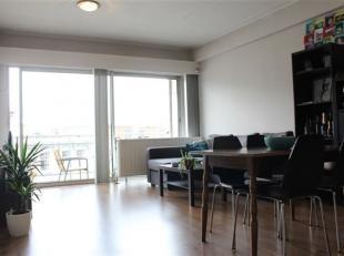 Het appartement bevat een ruime living, een ingerichte keuken, één slaapkamer en badkamer met ligbad. Verder heb je zowel aan de voorzij