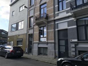 Op zoek naar een 1 slaapkamer appartement met een goede verbinding naar binnen en buiten Stad Antwerpen? Dit onmiddellijk beschikbare appartement is v