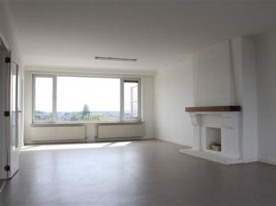 Ruim, licht 3  slaapkamer appartement met groot terras en autostaanplaats/autobox De inkomhal is centraal gelegen en geeft u toegang tot de ruimtes: w