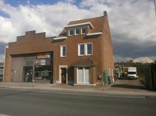Goed gelegen WONING+ LOODS( of winkel) (465 m²)te koop op 1340 m² dicht bij het centrum van OoigemDeze eigendom staat te koop met een VANAF