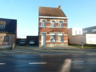 Gezellige alleenstaande woning te huur in Waregem - praktische ligging nabij winkels en dichtbij centrum Waregem Indeling Gelijkvloers : inkomhal - ge