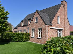 Vous cherchez une villa unique avec tout le confort à proximité du centre de Waregem? Cette villa récente, construite en 2010, &e