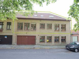 Duplex-appartement bestaande uit 5 slaapkamers op TOPlocatie met zicht op de Katelijnevest & vlakbij het Minnewaterpark.<br /> Indeling:<br /> - 1