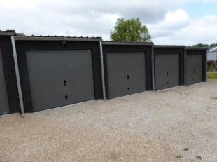 Deze 4 nieuwbouwgarages zijn voorzien van een vloer in polybeton en sectionale poort. Afmetingen: 5,50 meter op 3 meter. Richtprijs euro80.000. Contac