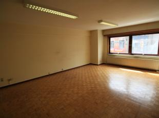 Dit appartement is gelegen in de Veldstraat te Aalst, op een steenworp van het station en de Grote Markt. Het is gelegen op de 2e verdieping, en omvat