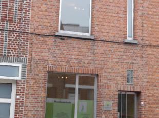 Deze woning is gelegen in een rustige éénrichtingstraat vlakbij AZ Sint-Elisabeth te Zottegem. Deze woning werd grotendeels gerenoveerd
