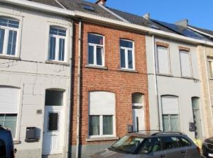 Deze woning is gelegen nabij het ASZ in Aalst met goede verbinding openbaar vervoer en alle invalswegen rond Aalst.De woning bestaat op het gelijkvloe