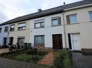 Deze mooie woning is gelegen in de rustige en kindvriendelijke straat te Aalst, op een perceel van 1a32ca.De inkomhal op het gelijkvloers geeft toegan