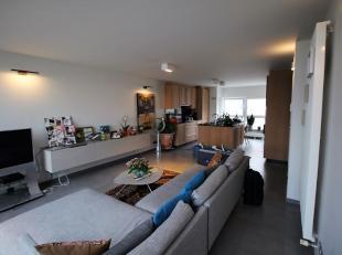 Luxueuze duplex in hartje Aalst is afgewerkt met de beste materialen. Het appartement heeft een oppervlakte van 130m² en bestaat uit: prachtige w