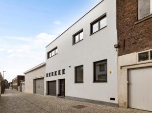 Deze schitterende , in 2018compleet gerenoveerde woning bevindt zich in een zeer rustig straatje in het hartje van Ninove. Deunieke locatie maakt dat