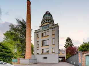 Deze prachtige gebouw, aan de voet van de Vlaamse Ardennen, is gelegen in het gebouw van de voormalige brouwerij 'De Klok'. Dit statige pand werd gere
