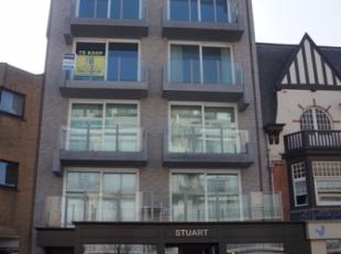 Standingvolle nieuwbouwresidentie STUART gelegen in het hartje van de winkelstraat te Nieuwpoort-Bad op 50m van zee bestaande uit 8 appartementen en 2