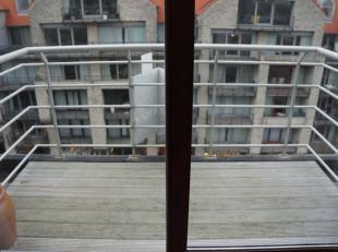 Studio met aparte slaaphoek gelegen op de 5e verdieping van de residentie Nieuwpoort Promenade te Nieuwpoort-Bad. Indeling: Inkom, aparte slaaphoek me