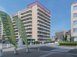Vernieuwde penthouse met 2 slaapkamers en zeer groot terras gelegen op de 10e verdieping van de residentie Wielingerbank te Nieuwpoort-Bad. Dit appart