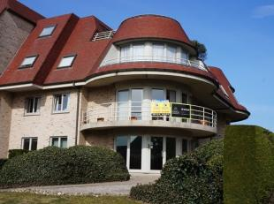 Zuidgericht hoekappartement met 2 slaapkamers gelegen tussen Nieuwpoort-Bad & Stad op enkele stappen van het maritieme park. Indeling: Inkom, hal