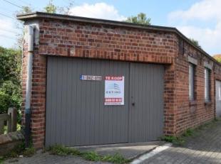 Ruime garagebox met een diepte van 5,85m en breedte 2,40m.