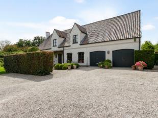 !! VERKOCHT !! Deze prachtige landelijke woning, met een bewoonbare oppervlakte van 445 m2, is zeer rustig gelegen in een mooi aangelegde tuin met ter