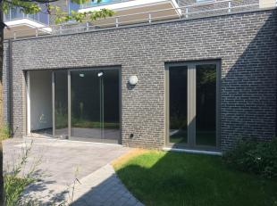 Mooi nieuwbouw gelijkvloers appartement met open keuken en ruime living te huur.  Dit appartement is rolstoelvriendelijk!<br /> Zeer goed gelegen aan