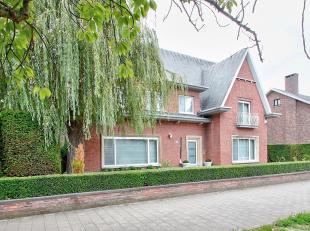 Gelegen op de Antwerpse Linkeroever op een terrein van +/- 750 m2,  bevindt zich deze unieke instapklare fifties architectenvilla van de hand van de b