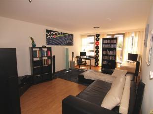LEUK APPARTEMENT MET AUTOSTAANPLAATS<br /> Dit leuk appartement is centraal gelegen binnen de kleine ring van het bruisende stadskern van Hasselt. Het