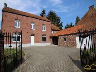 KNAP GERENOVEERDE HOEVE MET 4 SLPKS!<br /> In Sint-Truiden op de Metsterenweg  ter hoogte van huisnummer 114 vinden we deze knap gerenoveerde hoeve te