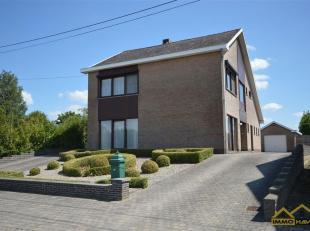 RUIME EN RUSTIG GELEGEN WONING OP 14a34ca<br /> Deze zeer ruime en lichtrijke gezinswoning met grote tuin is gelegen in Booiehoven, Zoutleeuw vlakbij