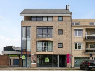 Deze gunstig gelegen handelsruimte heeft een zeer commerciële ligging te Roeselare.Dit pand heeft een oppervlakte van 150 m² en heeft grote