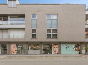 Deze gelijkvloerse winkelruimte is gelegen in deSint-Amandsstraat 48, te Roeselare.Het pand heeft een oppervlakte van 110 m², en heeft een grote