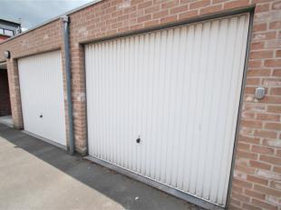 Garage te huur nabij het station van Roeselare. De garage is gelegen in een afgesloten complex.De garage kan afgesloten worden met een manuele kantelp