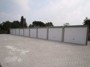 Nieuwbouw garage gelegen in het centrum van Roeselare. De garage is gelegen in een afgesloten garagecomplex.Er is verlichting en elektriciteit aanwezi