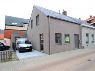 Mooi afgewerkte woning gelegen in het centrum van Beveren-Roeselare. Verschillende winkels zijn op wandelafstand aanwezig o.a. bank, bakkerij, beenhou